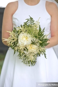 06-Bristol-July-4th-bridal-flowers-200x300